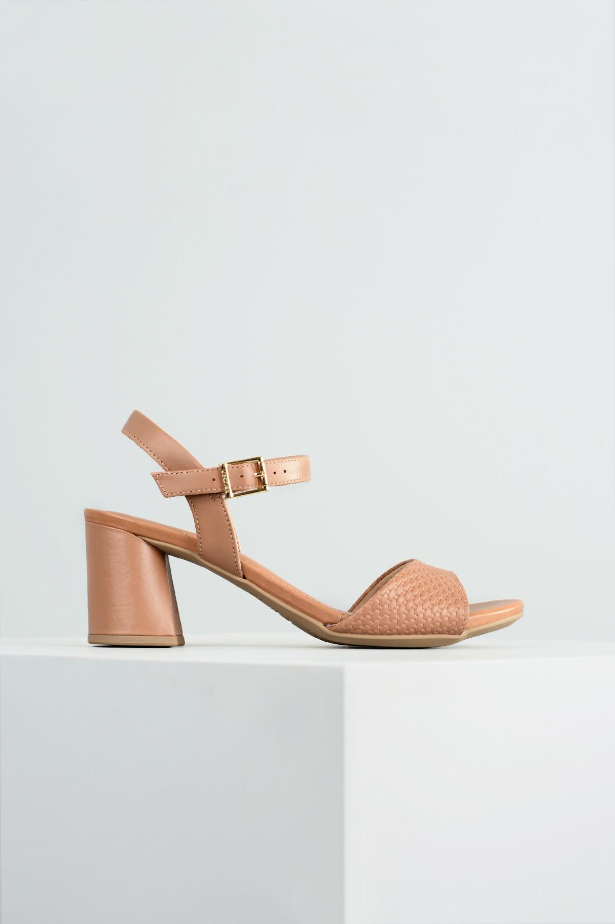 01a495e592 Sandália Feminina Salto Alto Dyane Usaflex CR-CAMEL - Mundial Calçados