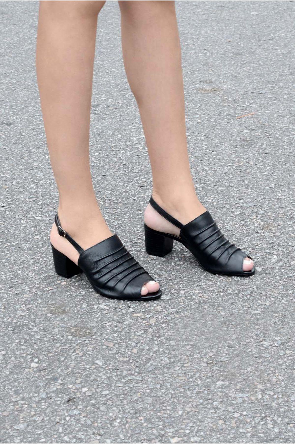 51acb8b9c Sandália Feminina Salto Médio Misye Mundial CR-PRETO - Mundial Calçados