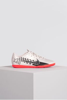 1_Chuteira_Futsal_Nike_Mercurial_Vapor_13_Club_NJR_SINT_PRATA